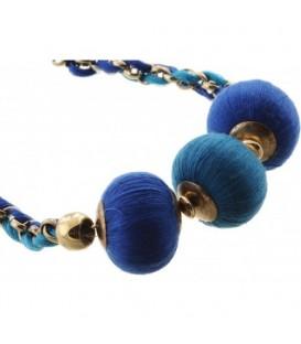 Ketting met blauwe stof bollen en koord