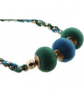 Ketting met groene en blauwe stof bollen en koord