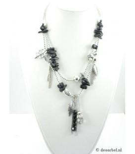 Zilverkleurige halsketting met bedels en bijpassende armband