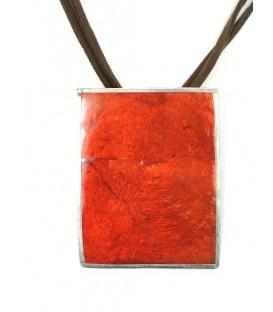 Koordhalsketting met dun rood parelmoer plaatje