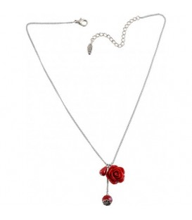 Zilverkleurige halsketting met rode roos en kraal