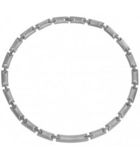 Halsketting van zilverkleurige metalen schakels
