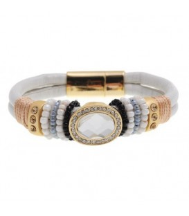 Witte armband met goudkleurige accenten en strass steentjes