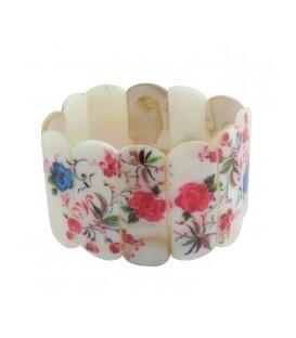Armband van parelmoer plaatjes met bloem opdruk