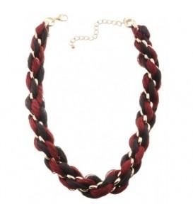Ketting met rode strengen en metalen goudkleurige ringen