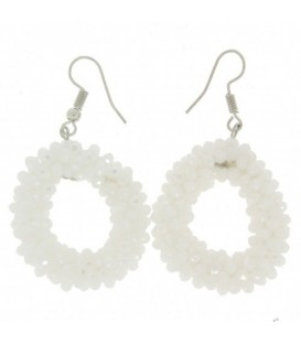 Witte ovale oorbellen met kleine facet glaskralen