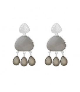 Trendy grijze statement oorbellen met gekleurde stenen.