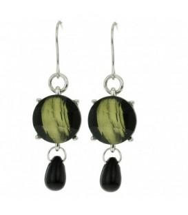 Licht groene met zwarte oorbellen en kraal