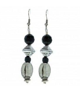 Zilverkleurige oorbellen met zwarte kralen