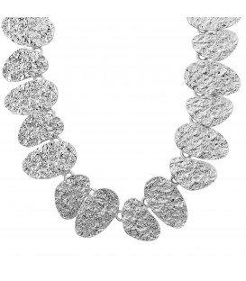 Mooie trendy tijdloze halsketting van zilverkleurige plaatjes