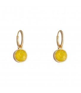 Trendy gele oorbellen met glanzende hangers van geslepen kristal