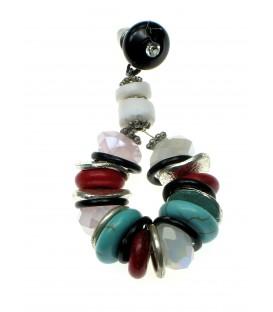 Gekleurde oorbellen van mooie kralen