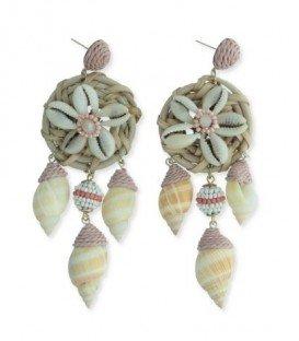 Roze oorbellen met een hanger van schelpen en kralen