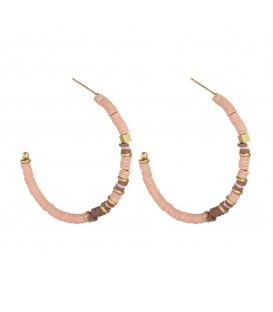 Handgemaakte roze oorbellen met rubberen en koperen kraaltjes