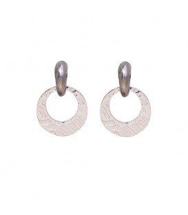 Grijs met zilverkleurige oorbellen met ronde hanger