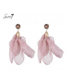 Roze stoffen oorbellen met een helder strass steentje