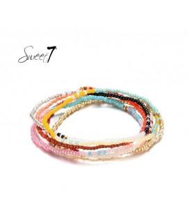 Gekleurde armband van kleine kraaltjes