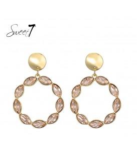 Zacht roze oorbellen met een goudkleurig oorstukje