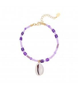 Paarse armband met kleurrijke kralen en schelp