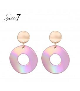 Roze oorbellen met ronde hanger en een goudkleurig oorstukje