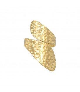 Goudkleurige ring in gehamerd metalen ontwerp