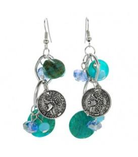 Licht - blauwe oorbellen met bedels en parelmoer plaatjes