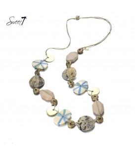 bruine lange halsketting met schelp en kralen de lengte van de halsketting is 80 a 100 cm