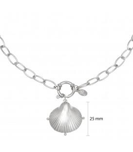 zilverkleurige lange ketting met een schelp