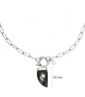 zilverkleurige ketting met zwarte hoornbedel
