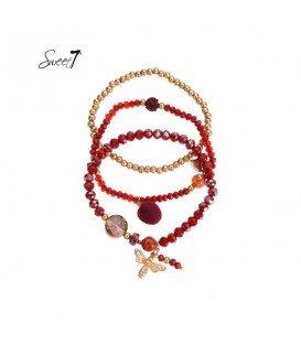 set van drie armbanden met rode kralen en bedeltjes