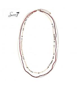 lange rode ketting met drie lagen van verschillende kralen