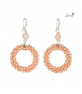 zalm roze oorbellen met ronde hanger van kralen