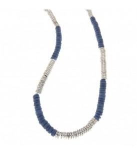 lange ketting met blauwe en zilverkleurige kralen