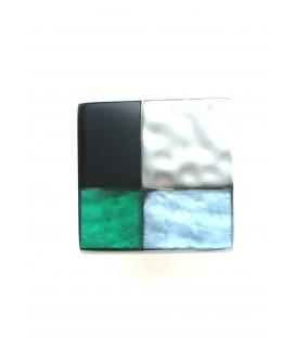 vierkante groenblauwe culture mix oorclips met zilverkleurige accenten