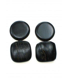bruine oorclips van natuurlijk materiaal (hoorn)